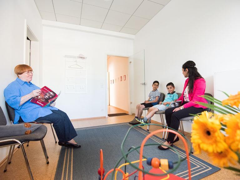 Wartezimmer Praxis LOGO Sprache und Stimme